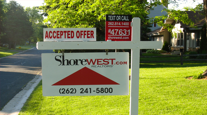 Accepted offer sign from Shorewest in Mequon