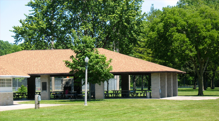 Covered eating area in Thiensville's Village Park